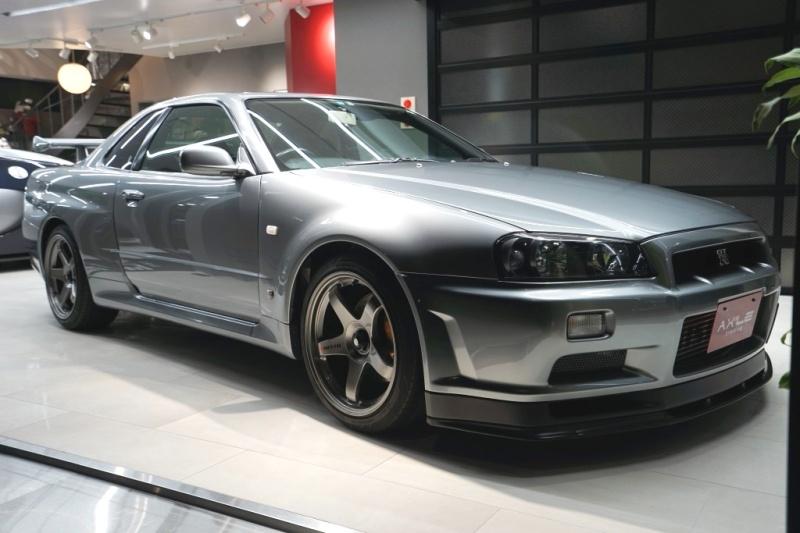 日産 スカイライン GT-R R34 V-SPECⅡ ニスモメーター/マフラー等ニスモパーツ多数 カーボンボンネット