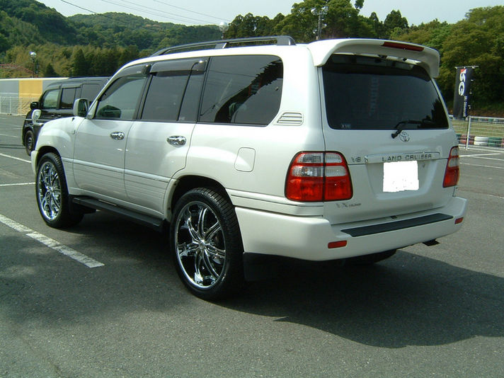 Toyota Landcruiser with LX-7 24inch