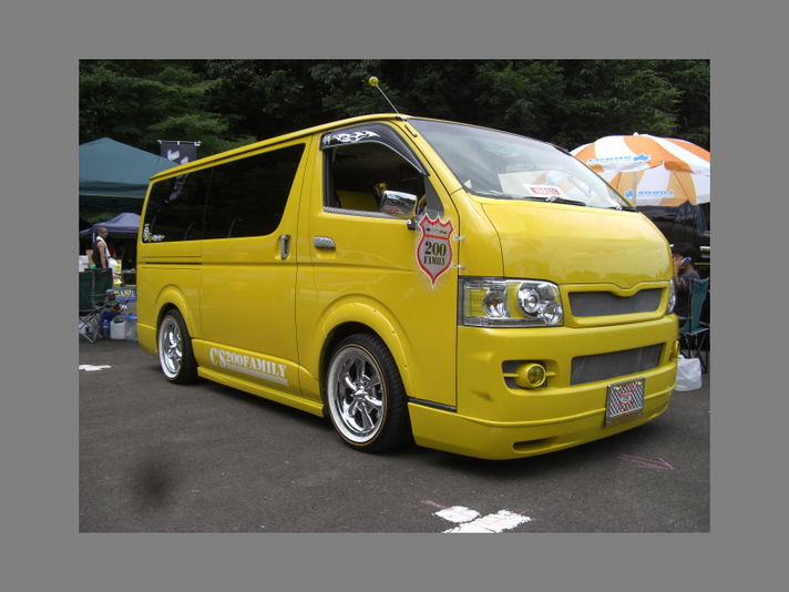 TOYOTA200HIACE with ThrustSix17inch/VogueTire  Special Thanks:TーStyle