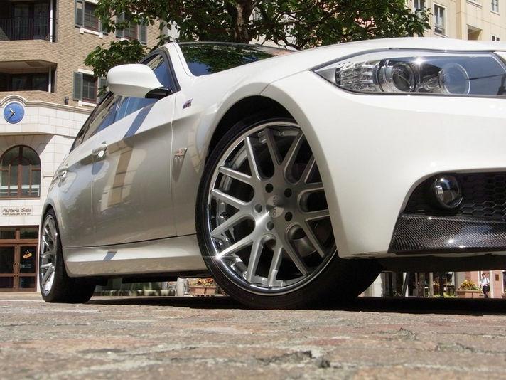 BMW E90 3シリーズサイズ:19x8.5+35 / 19x9.5+38