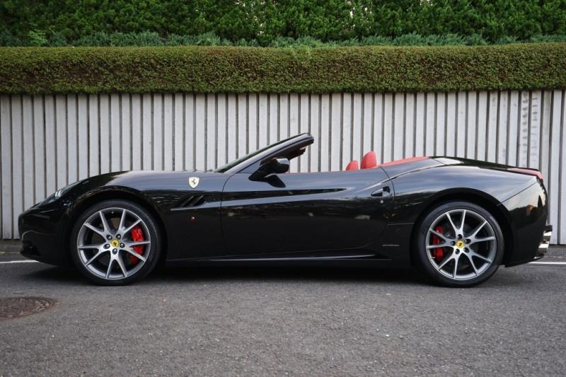 フェラーリ カリフォルニア ディーラー車 LEDカーボンステアリング 20インチAW